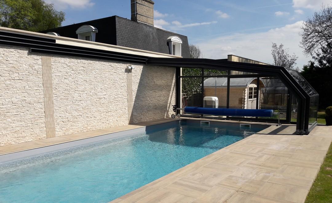 abri de fa ade pour piscine d couvrable abris piscines. Black Bedroom Furniture Sets. Home Design Ideas