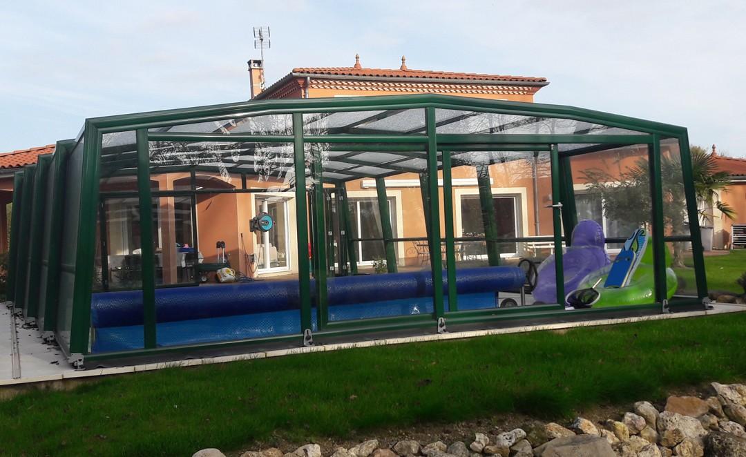 abri-piscine-haut-facade-verre